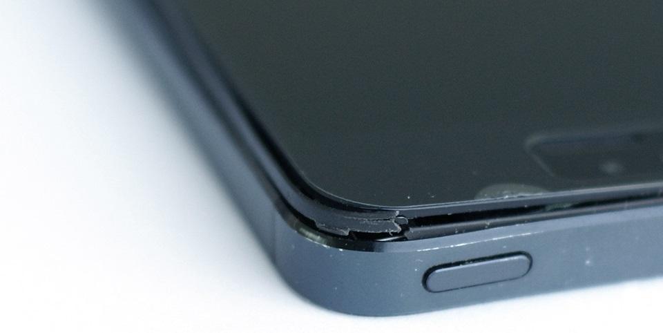 Отходит дисплей на iPhone?